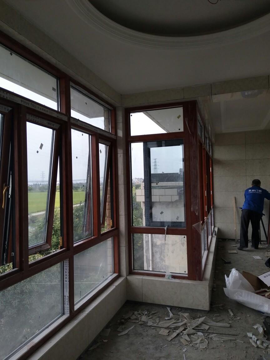 自建别墅窗户安装效果